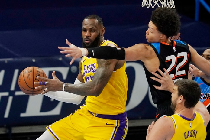Lakers, imparable de visita; apalea al Thunder