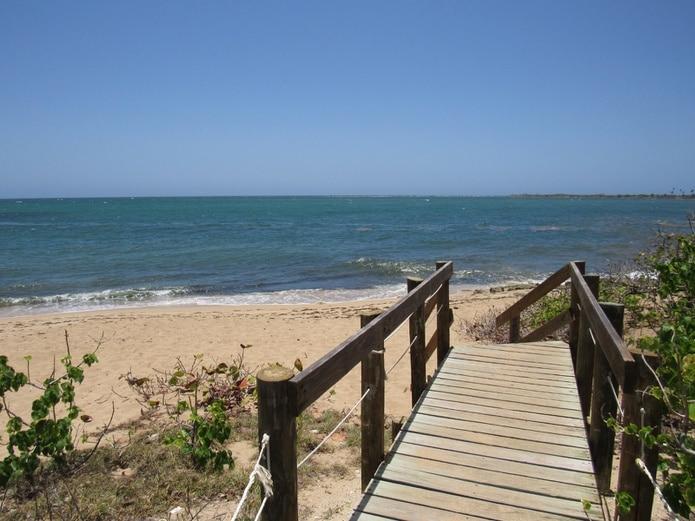 La playa Atolladora, que conecta con las playas Tamarindo y Ballena, está protegida por el Departamento de Recursos Naturales y Ambientales.