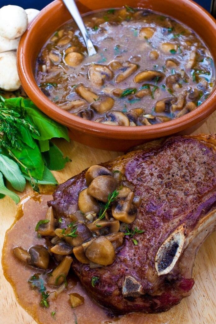 Chef Piñeiro, steak en salsa de setas