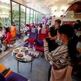 Restaurante en Tailandia  solo sirve comida de avión