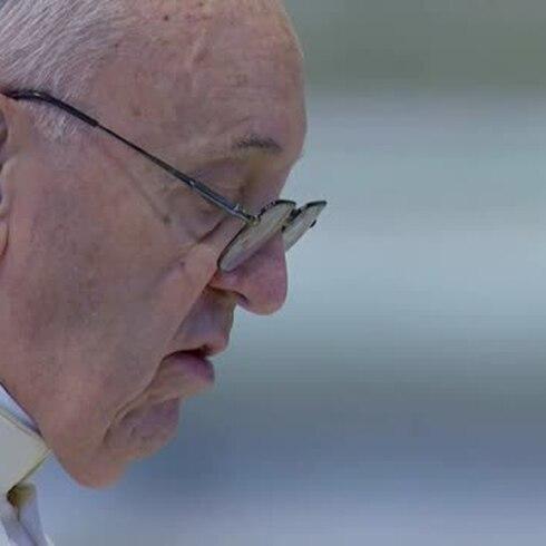 """Papa pide """"contagio de la esperanza"""" en solitaria Pascua por coronavirus"""