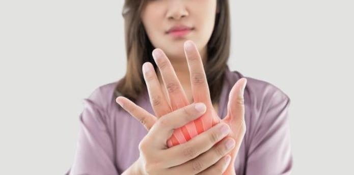 El reumatólogo enfatizó en la importancia de tratarla a tiempo teniendo en cuenta que se trata de un diagnóstico que afecta la calidad de vida de quien la padece en ámbitos más allá de un sufrimiento físico. (Shutterstock)