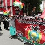 Bolivianos toman las calles en oposición de ley