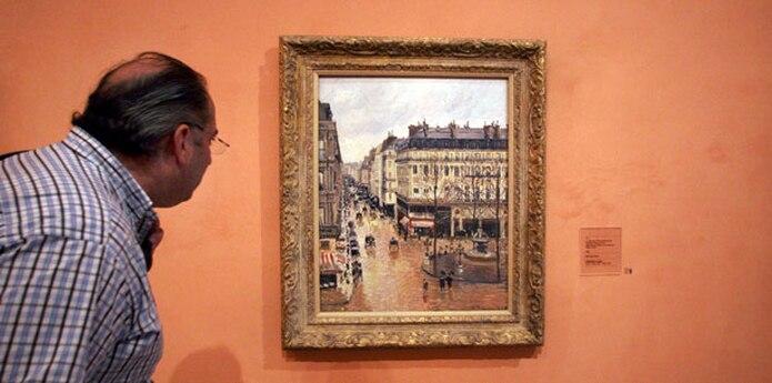 """La pintura, """"Rue St.-Honore, Apres-Midi, Effet de Pluie"""", ha sido valorada en 30 millones de dólares o más.  (AP)"""