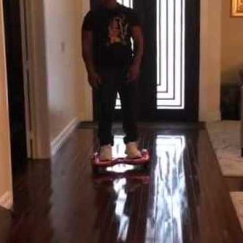 Mike Tyson se cae de una hoverboard
