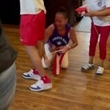 Madre de Jasmine Camacho-Quinn se tira al piso ante histórico triunfo olímpico