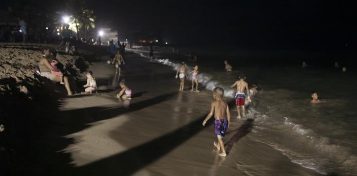 La Policía destacó recomendaciones que los ciudadanos deben poner en vigor para prevenir accidentes y proteger el ambiente durante la noche de San Juan. (alberto.bartolome@gfrmedia.com)