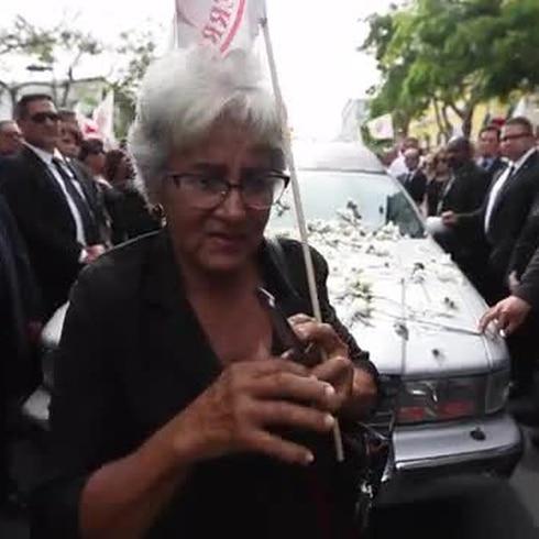 Despiden a Hernández Colón frente a la sede del PPD