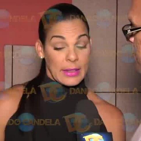 Brenda Robles le tira a Melina León