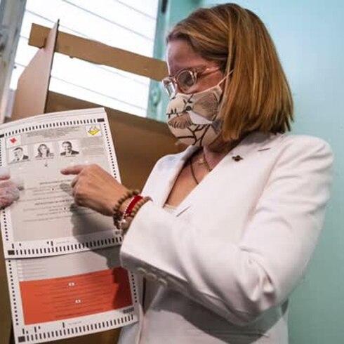 Carmen Yulín Cruz vota en las primarias del PPD
