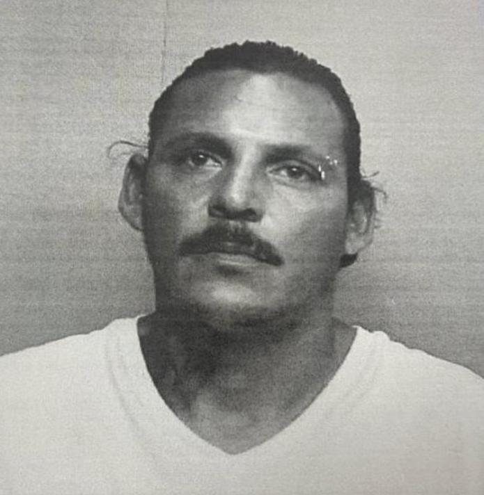 El juez Manuel A. Méndez Cruz, del Tribunal de Bayamón, expidió una orden de arresto con una fianza de $ 1,150,000.00, por los delitos de asesinato y violación al artículo 5.05 de la Ley de Armas, contra Alfredo Atanacio Rosado, de 40 años.
