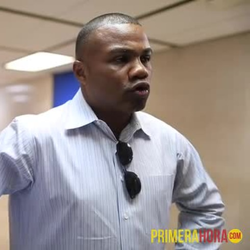 Tito Trinidad dando la pelea en el Tribunal