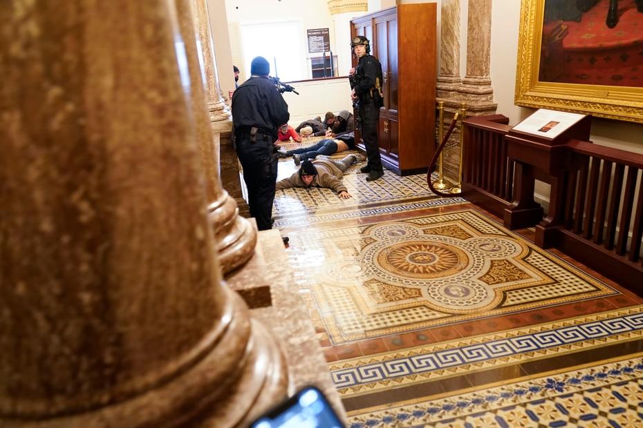 Las dos cámaras se declararon en receso, obligando a suspender el debate del Colegio Electoral.