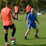 Dave Sarachan continuará al mando de la selección de fútbol