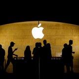 """Apple cumple 45 años con el objetivo de pasar del """"hardware"""" a los servicios"""