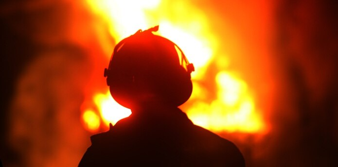 """""""Están trabajando solos en las estaciones, haciendo un gran sacrificio para extinguir los fuegos en las montañas"""", dijo el líder obrero José Tirado."""
