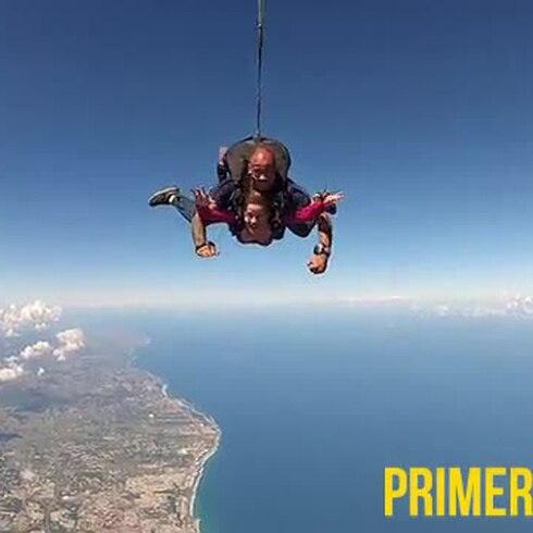 Lanzamiento en paracaídas a 12,500 pies de altura