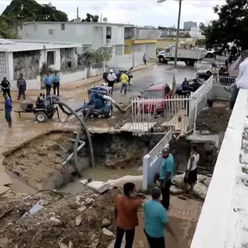 Habla una víctima del colapso de tubo de AAA  en Puerto Nuevo