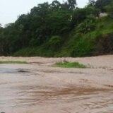 Rescatan turista atrapada por crecida de río en Naguabo
