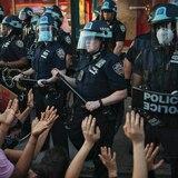 """Fiscal demanda a la policía de la ciudad de Nueva York por """"trato rudo"""" a manifestantes"""