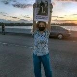 Decenas llegan hasta el Teodoro Moscoso para manifestarse en contra de la violencia contra las mujeres