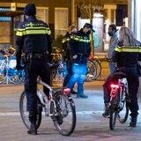 25 arrestos y 3,600 multas en la primera noche del toque de queda en Holanda