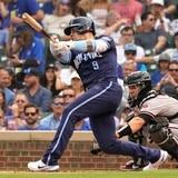 Cuadrangular de tres carreras de Javier Báez impulsa a los Cubs