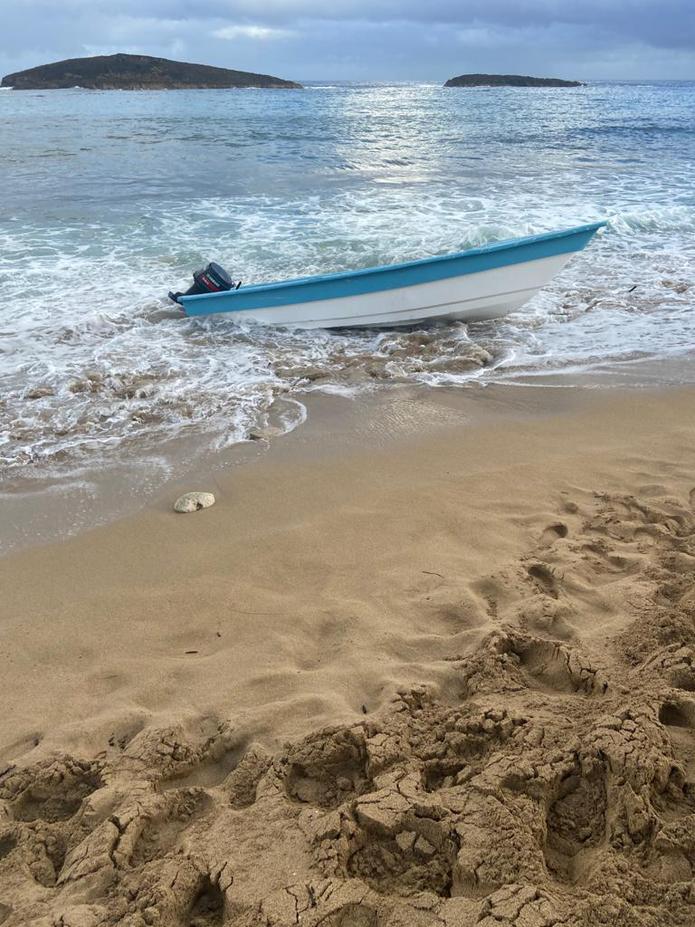 Las autoridades ocuparon una yola y un cargamento de drogas a orillas del mar en el sector conocido como Caza y Pesca del barrio Islote, en Arecibo.
