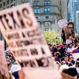 Juez ordena a Texas suspender nueva ley sobre el aborto