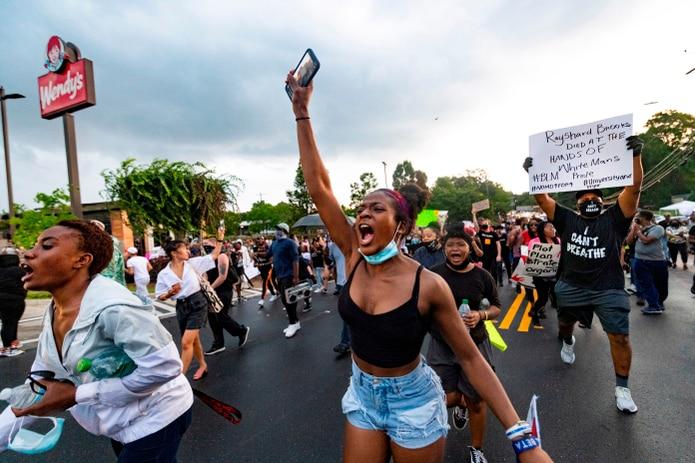 Protesta por la muerte de Rayshard Brooks en Atlanta