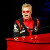 Elton John en conciertos semanales por YouTube