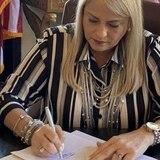 Wanda Vázquez extiende vigencia de licencias de armas