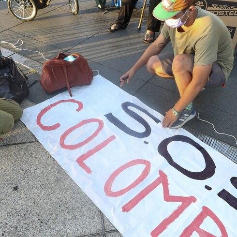 Colombianos en la isla protestan contra el gobierno de Iván Duque