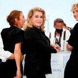 Deneuve regresa radiante a Cannes