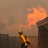 Incendio en Los Ángeles obliga a evacuar a más de 1,000 personas