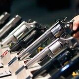 Estados Unidos incluye a las tiendas de armas entre los negocios esenciales