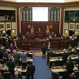 Aprueban en Florida permiso parental obligatorio para menores abortar