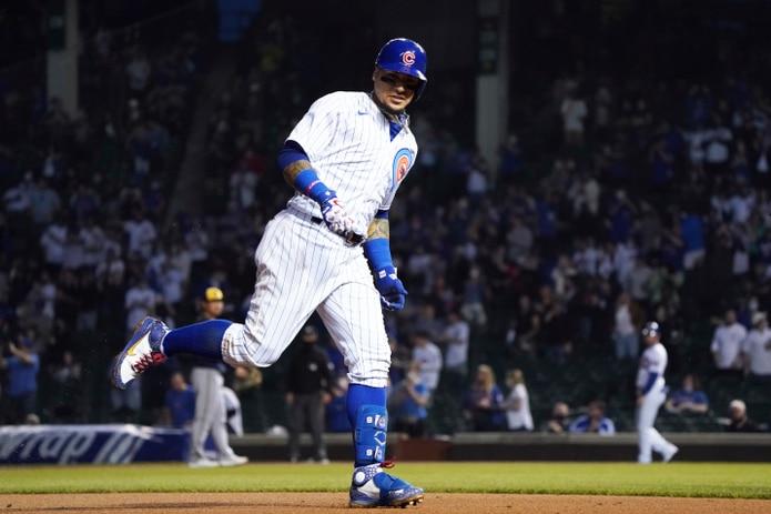 Javier Báez recorre las bases tras pegar un jonrón solitario ante Milwaukee el pasado lunes.