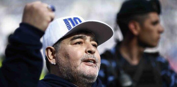 Retirado como jugador, retomó la dirección técnica en 2008 cuando recibió la oportunidad de dirigir a la selección argentina. En 2011 asumió el cargo con Al Wasl de Emiratos Árabes, del que fue despedido un año después ante los malos resultados. (AP)