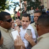 Aliados de Guaidó recibirán $5,000 mensuales: el salario mínimo en Venezuela es $2 al mes