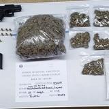 Dos arrestos por posesión de marihuana y arma ilegal