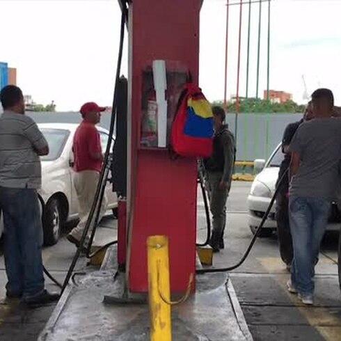 Ahora hay racionamiento de gasolina en Venezuela