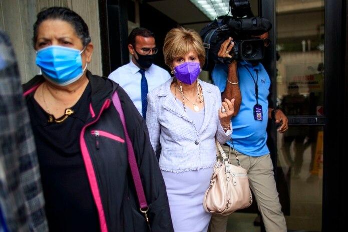 Sandra Torres sale del Tribunal.