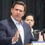 """El gobernador de Florida promete """"luchar"""" contra el plan de vacunación federal"""
