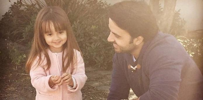 Luis Fonsi, locura con la pequeña Mikaela. (Instagram)