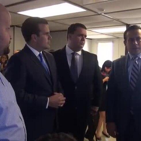 Gobernador realiza visita sorpresa a oficinas del DTOP