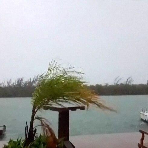 Vientos y lluvias de Elsa afectan al suroeste de Florida