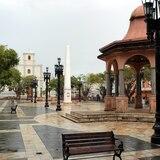 Almuerzo gratis en la plaza de recreo de Arecibo