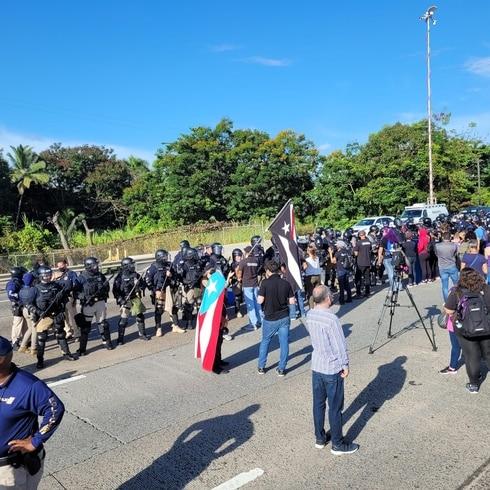 Manifestantes paralizan el expreso PR-22