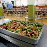 Gobernadora se reúne hoy con alcaldes para evaluar reapertura de comedores escolares